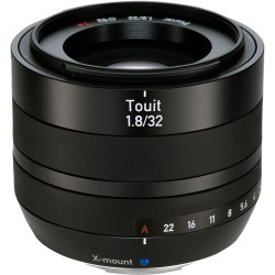 обектив Zeiss TOUIT 32mm f/1.8 за FujiFilm X