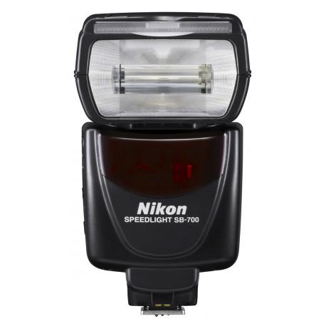 светкавица Nikon SB-700 + зарядно у-во Panasonic Eneloop Basic + 4 бр. AA