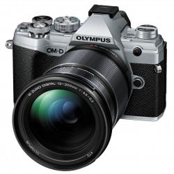 фотоапарат Olympus OM-D E-M5 Mark III (сребрист) + обектив Olympus M. Zuiko Digital 12-200mm f/3.5-6.3 ED
