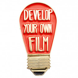 значка Official Exclusive Develop Your Own Film Darkroom Red Bulb Pin